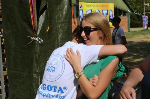 Egy tábor, ahol szeretettel gyógyítanak