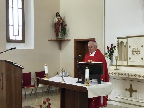 Püspöki szentmise a felújított klárafalvai templomban
