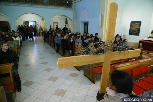 Társnak lenni Jézus szenvedésében – keresztút Szegeden